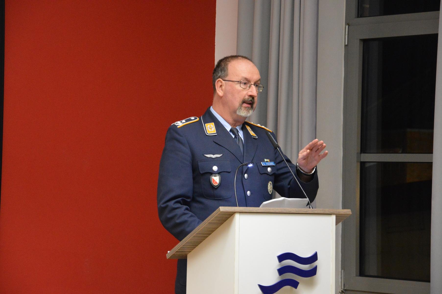 Oberstleutnant Dr. Harald Potempa
