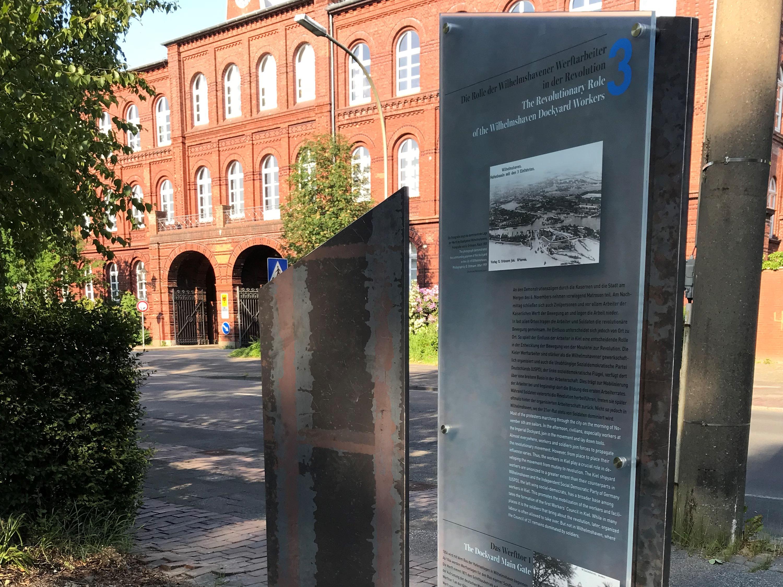 """Station 3 des Informationsparcours """"Wilhelmshaven und die Revolution 1918/19"""" (Foto: Deutsches Marinemuseum, Stephan Huck)"""