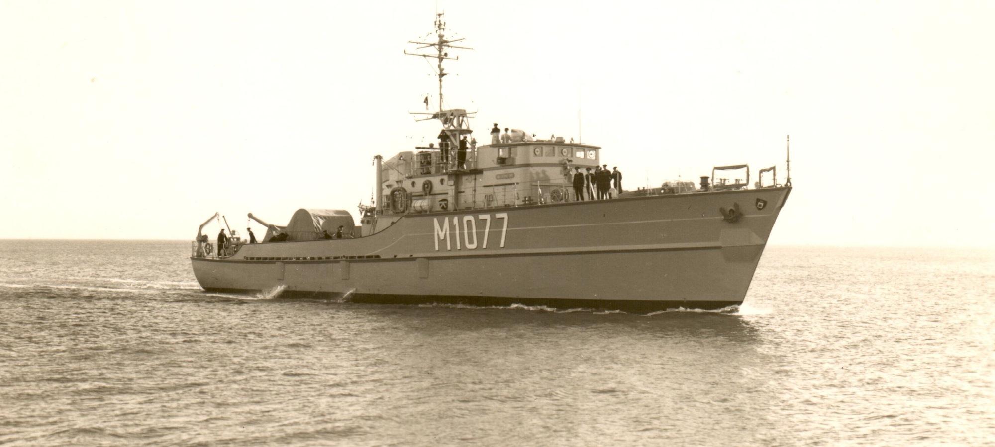 M1077 WEILHEIM in See (Unbekannter Fotograf/ Slg Deutsches Marinemuseum)