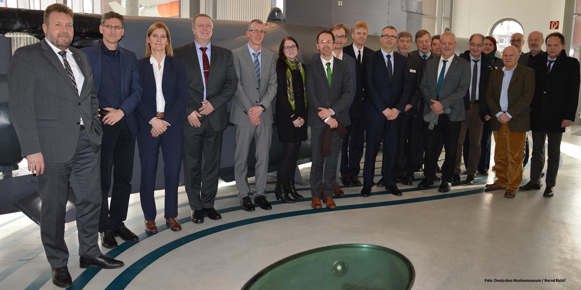 Die Teilnehmerinnen und Teilnehmer der Koordinierungsbesprechung für die Museumserweiterung im Deutschen Marinemuseum (Foto: Deutsches Marinemuseum/ Bernd Rahlf)