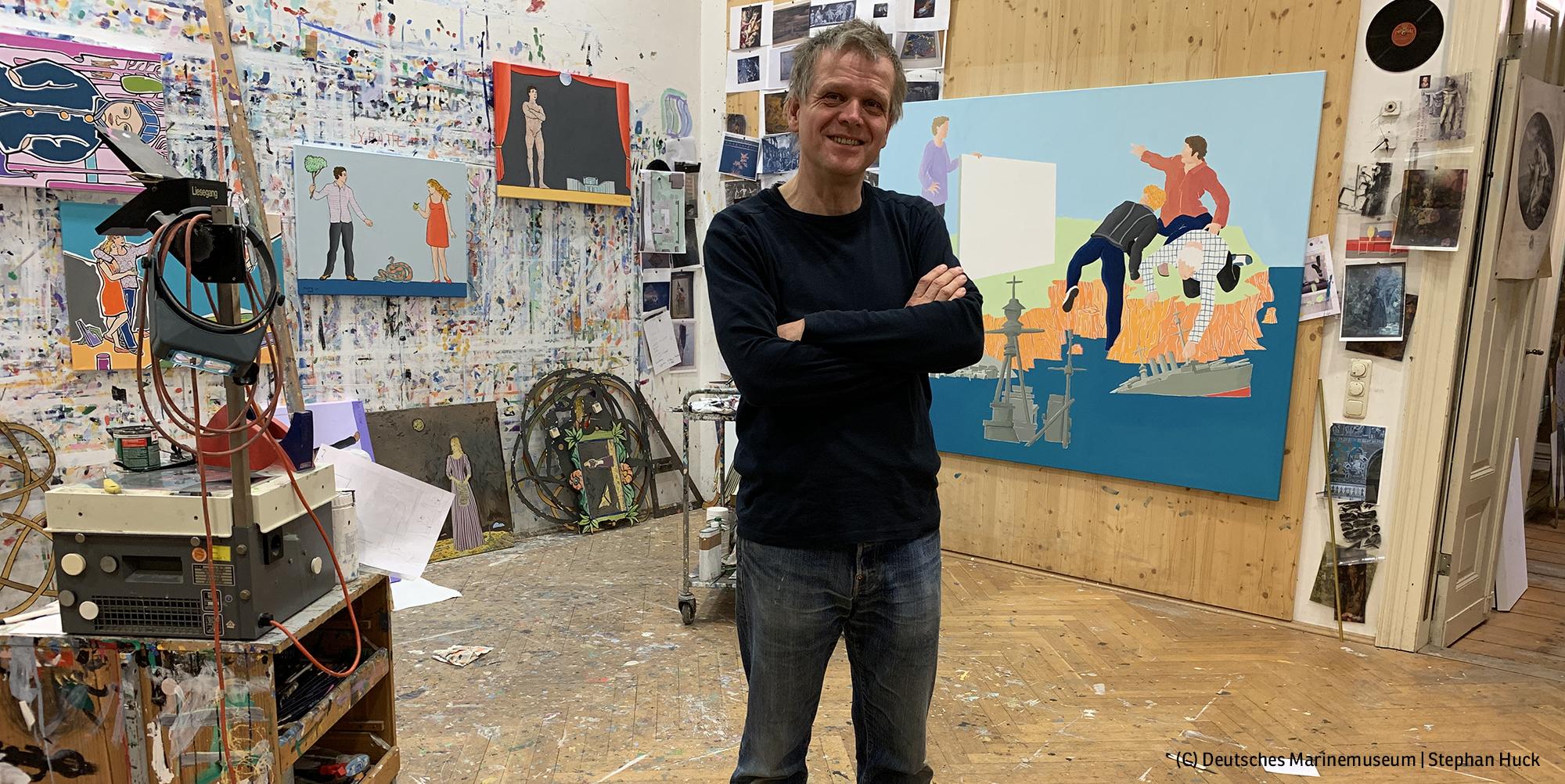 Moritz Götze in seinem Atelier (Foto: Deutsches Marinemuseum, Stephan Huck)