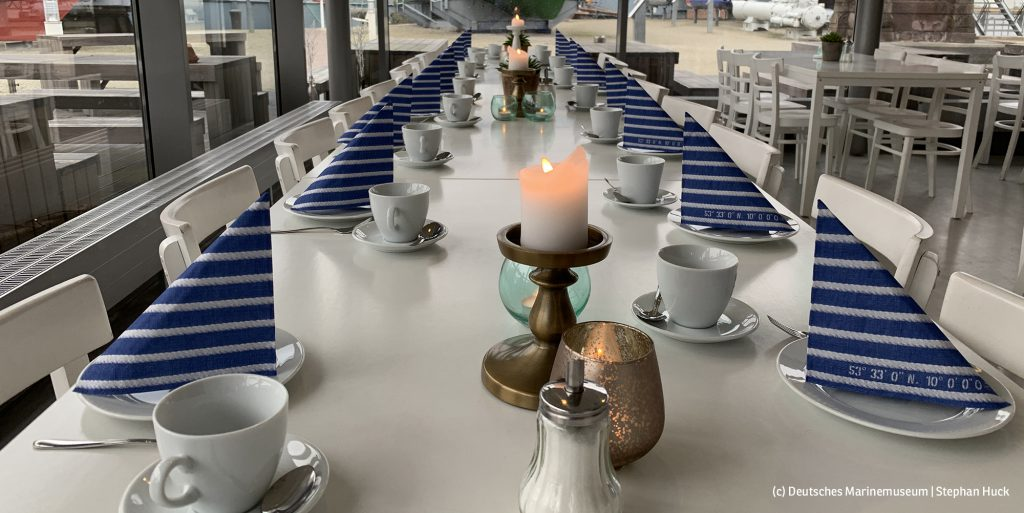 Kaffeetafel im Museumscafé (Foto: Deutsches Marinemuseum, Stephan Huck)