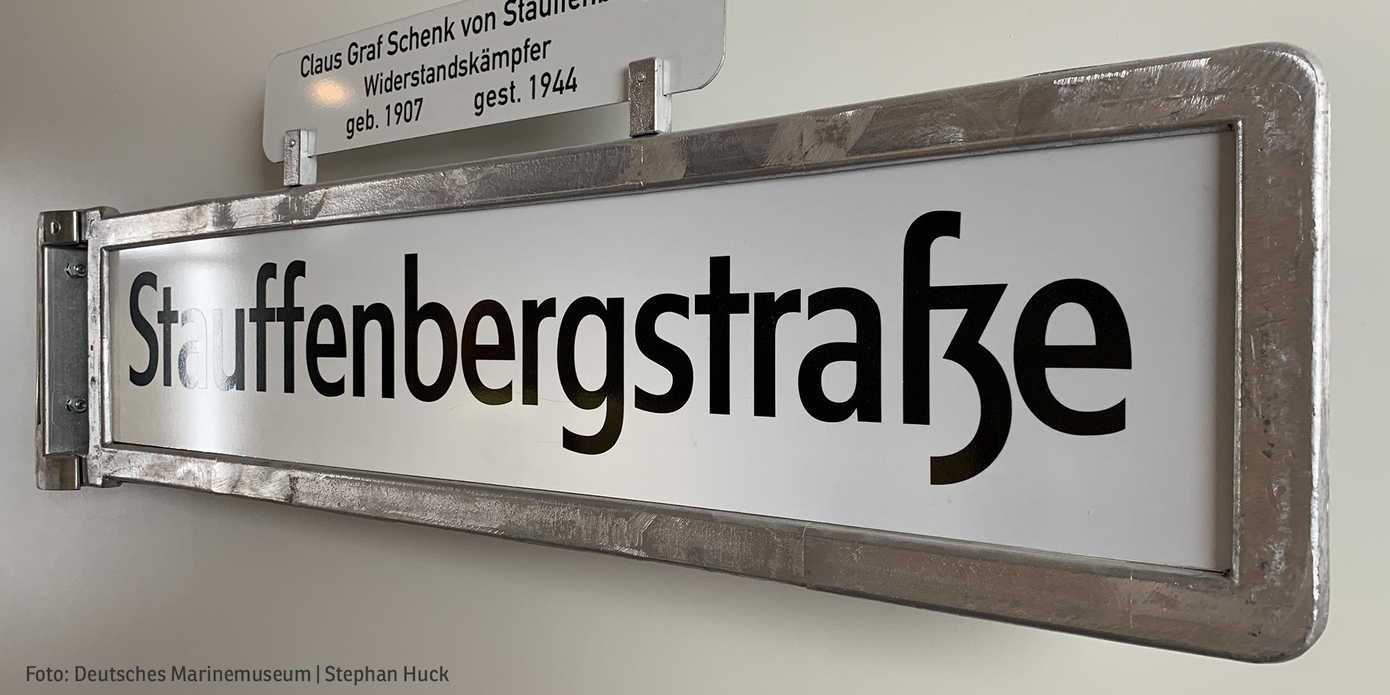 Straßenschild Stauffenbergstraße (Foto: Deutsches Marinemuseum | Stephan Huck)