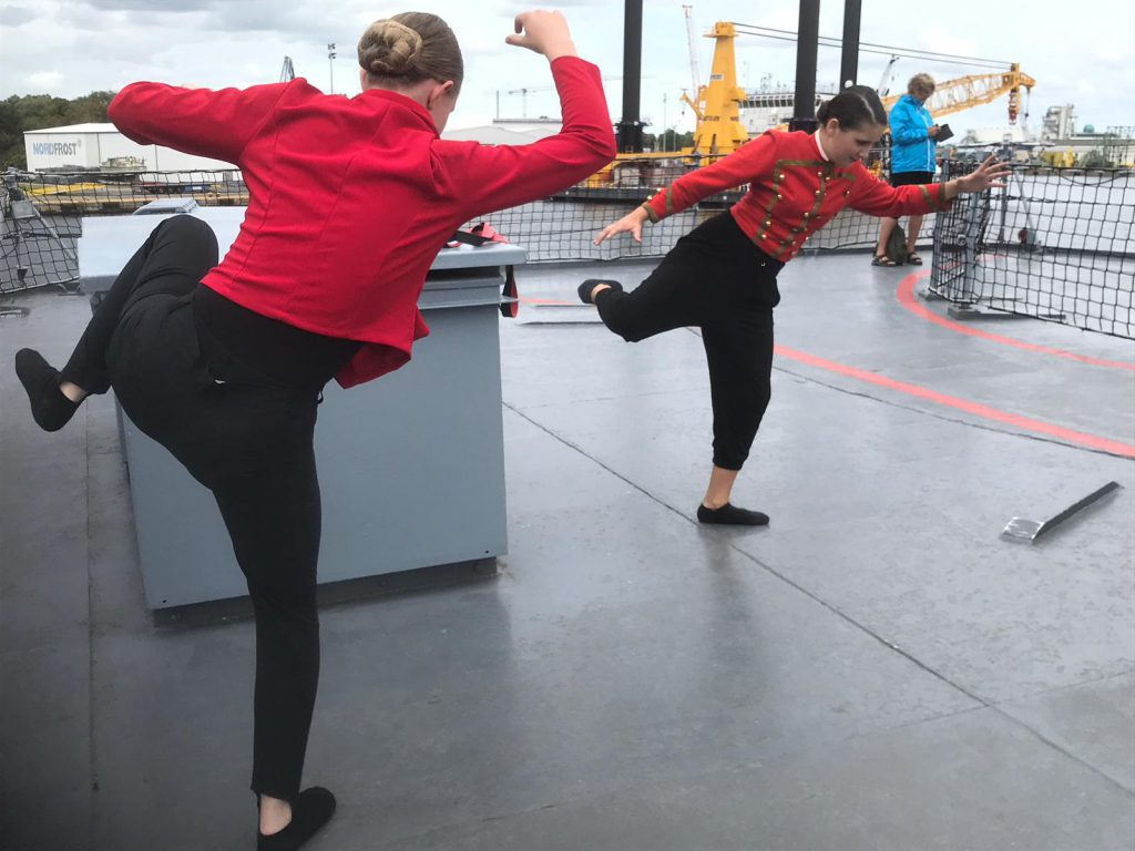 "Tanz auf Zerstörer ""Mölders"" (Foto: Jutta Huck)"