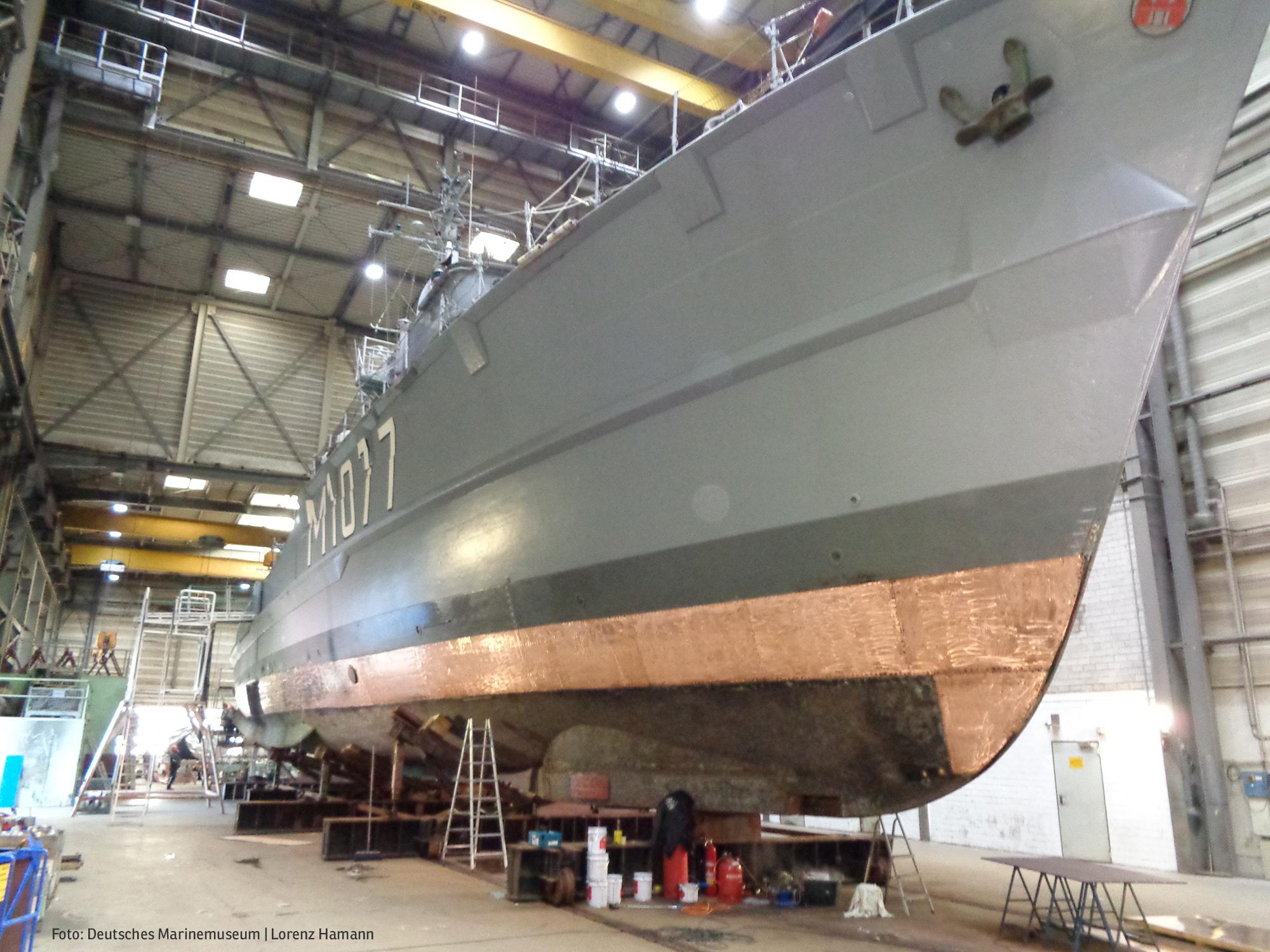 """Minenjagdboot """"Weilheim"""" in der Werft (Foto: Deutsches Marinemuseum, Lorenz Hamann)"""
